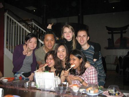 Bạn Lê Việt Thắng cùng bạn bè quốc tế.