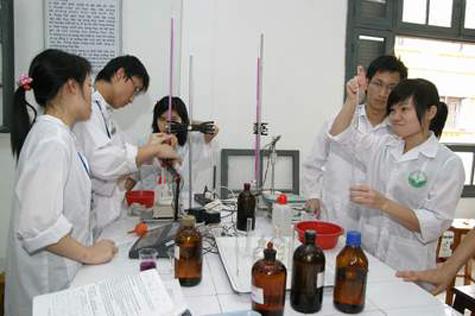 """Tuyển sinh ngành y dược 2012: Dễ """"đầu vào"""", lo chất lượng """"đầu ra"""""""