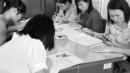 Dư thừa nguồn cung trí thức: Cử nhân cạnh tranh việc làm với trung cấp