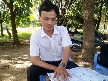 Thầy Lê Ngọc Tú giới thiệu về sáng kiến của mình.