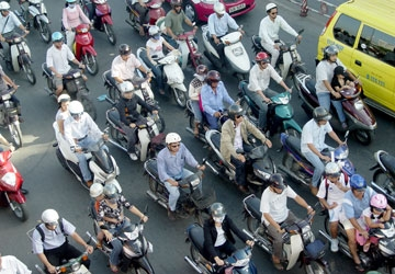 Thu phí bảo trì đường bộ từ ngày 1-1 - 2013: Nhiệm vụ bất khả thi