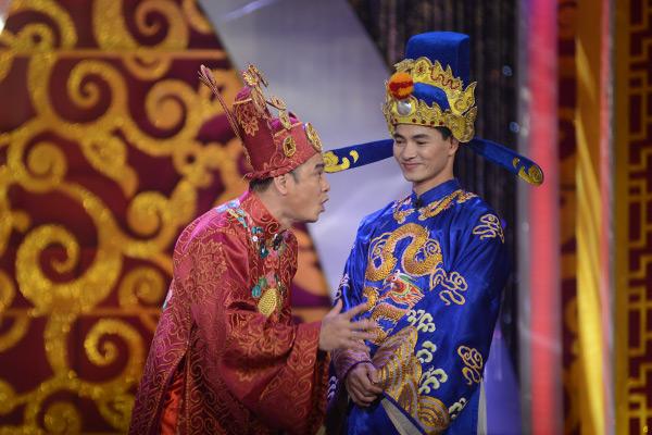 Tự Long và Xuân Bắc cũng có màn đối khẩu hài hước, tạo tiếng cười cho người xem.