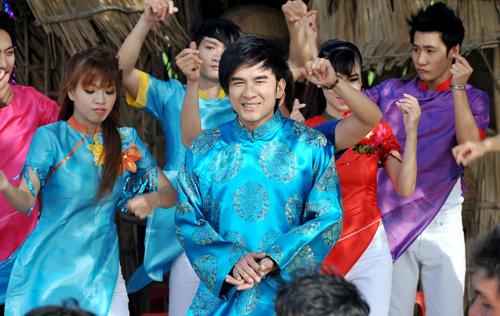 Dam cuoi \'rinh rang\' cua Dan Truong va hot girl Miu Le