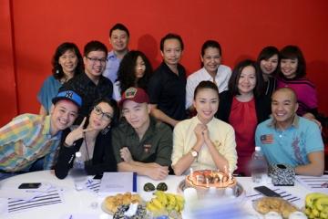 Ngô Thanh Vân được ê kip Project Runway mừng sinh nhật bất ngờ