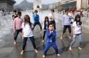 Psy gốc Việt học hỏi đàn anh tung MV