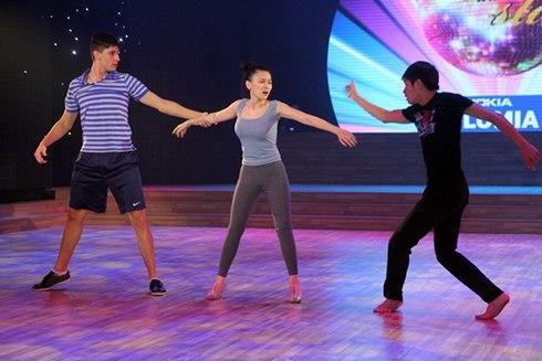 Trong tiết mục của mình, Thu Thủy sẽ kết hợp 2 điệu nhảy khác nhau để kể về mối tình tay ba phức tạp với 2 vũ công nam.