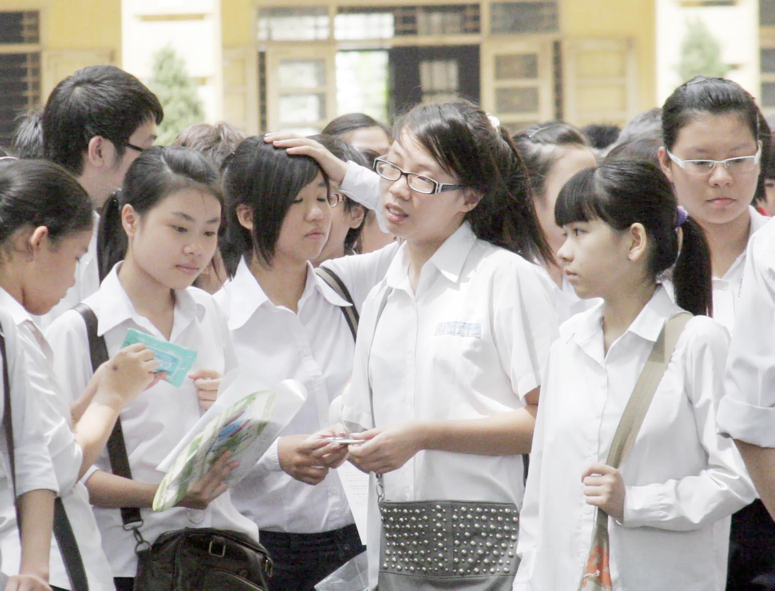 Thi vào lớp 10 năm 2013 tại Hà Nội: Sĩ tử 'quay cuồng' luyện thi