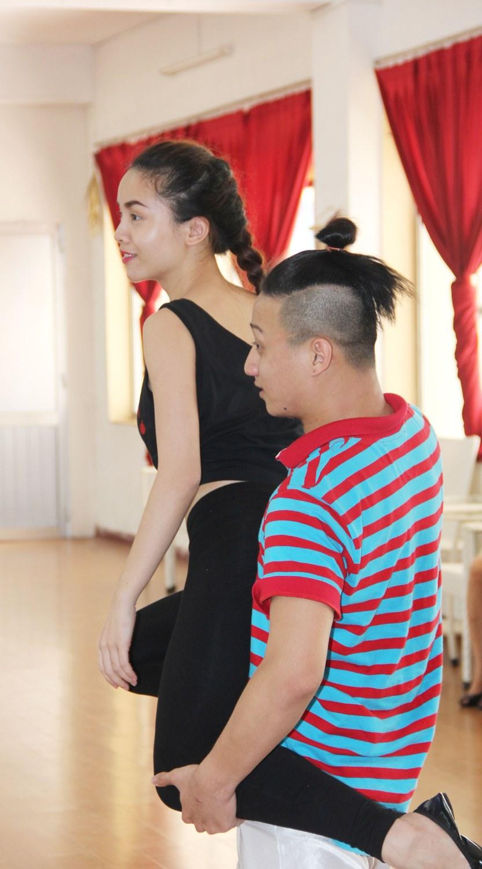 Top 3 miệt mài luyện tập cho đêm chung kết Bước nhảy hoàn vũ 2013   Buoc nhay hoan vu 2013