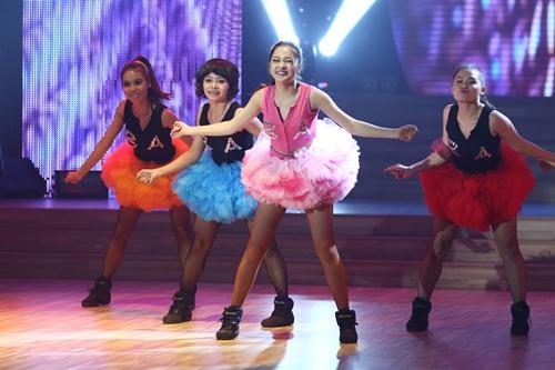 Chung kết Bước nhảy hoàn vũ 2013: Bảo Anh vô tình để lộ hình xăm lớn   Buoc nhay hoan vu 2013