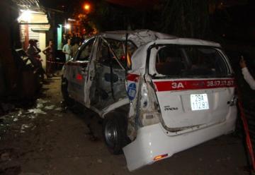 Taxi bị tàu hỏa tông 1 người tử vong, 8 người bị thương nặng