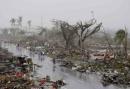 Bé 13 tuổi mắc kẹt sau siêu bão Haiyan cùng thi thể cả gia đình