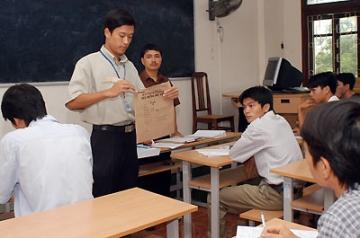 Đề thi học kì 1 lớp 12 môn tiếng Anh năm 2013 (P1)