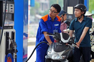 Gia xang tang 600 dong/lit tu ngay 18/12/2013