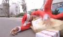 Cười nghiêng ngả với clip ông già Noel bị cướp quà tặng Giáng sinh