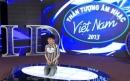 Vietnam Idol 2013 tập 2: Quân Kun quỳ lạy xin giám khảo hát tiếp