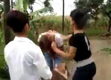 Thiếu nữ đánh nhau như côn đồ tung clip lên mạng