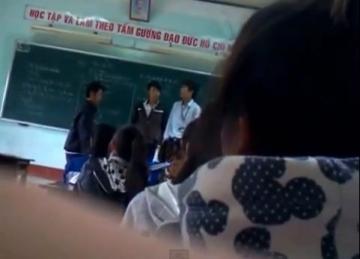 Clip thầy giáo đánh học sinh dã man bị học sinh tấn công lại