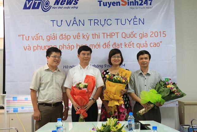 Ảnh Cô Phạm Thị Thu Phương tham gia tư vấn kỳ thi THPT quốc gia 2015.