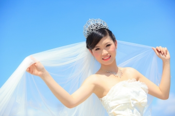 Truyện hay về tình yêu: Có chiếc váy cưới bỏ quên trên bàn...