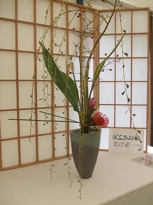 Câu lạc bộ handmade: Hướng dẫn cách cắm hoa và thuyết trình cắm hoa ngày 20/10 Huong-dan-cach-cam-hoa-va-thuyet-trinh-cam-hoa-ngay-2010_1412824313_5