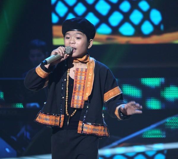 Gala cuoi nam giong hat Viet nhi 2014 voi su tro lai cua Thien Nhan va Quang Anh
