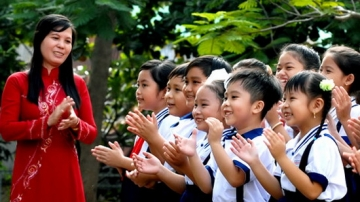 Đề thi học kì 1 môn toán lớp 3 trường tiểu học Lê Văn Tám năm 2014
