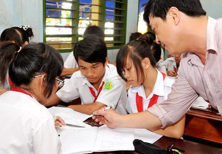Cấu trúc đề thi môn Văn vào lớp 10 THPT chuyên ngoại ngữ 2015