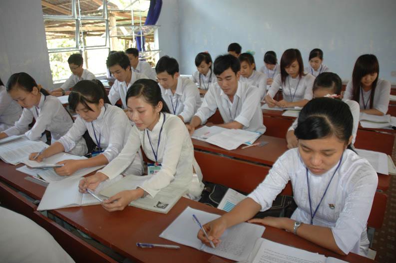 Đề thi học kì 2 lớp 12 môn Địa lý năm 2015 Cần Thơ