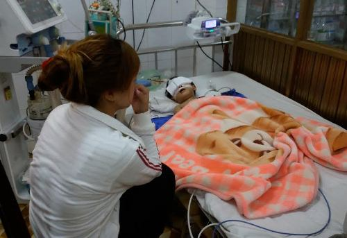 Bé gái 2 tuổi té dập não: Cơ sở giữ trẻ bị ngừng hoạt động nhưng vẫn mở lớp