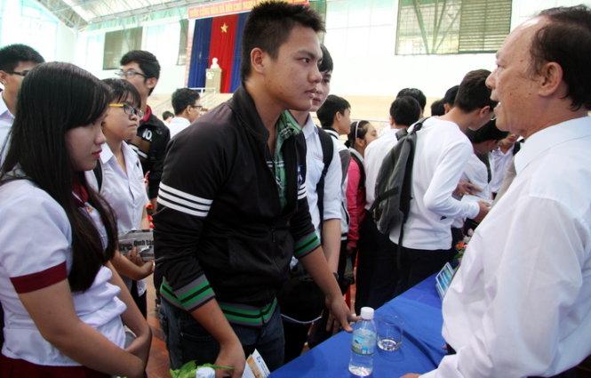 Bộ GD-ĐT tìm giải pháp đổi mới tuyển sinh năm 2017