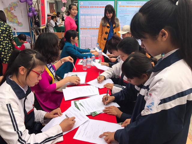 Thí sinh tham dự Ngày hội tuyển sinh của trường ĐH Nông Lâm Bắc Giang