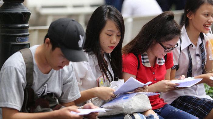Thi sinh thi lại xét tuyến đại học hồ sơ gồm những gì?