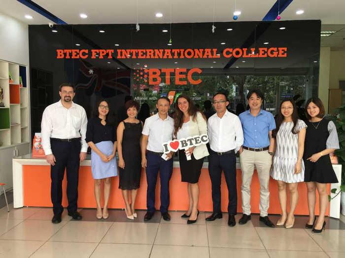 Tổ chức Pearson tham quan và làm việc với nhà trường BTEC FPT