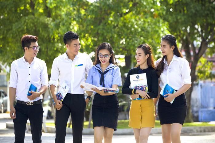 Tu san truong cap 3 den giang duong Dai hoc: Nhanh tay chon cho minh mot ve lam tan sinh vien