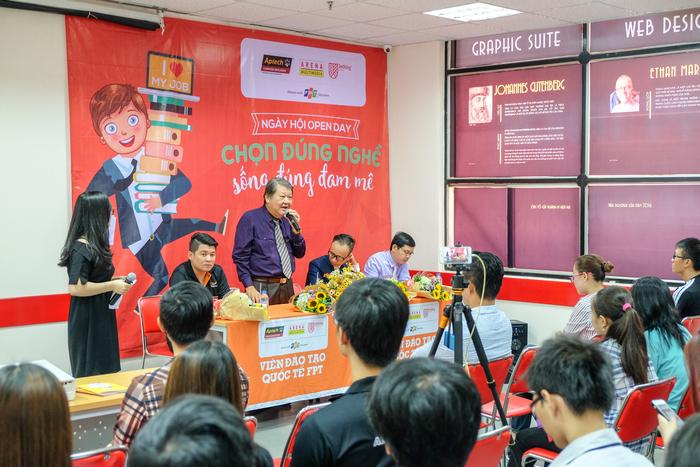 "Ngay hoi Tu van nganh nghe 4.0 de co viec lam danh cho hoc sinh 12 ""Chon Dung Nghe - Song Dung Dam Me""."
