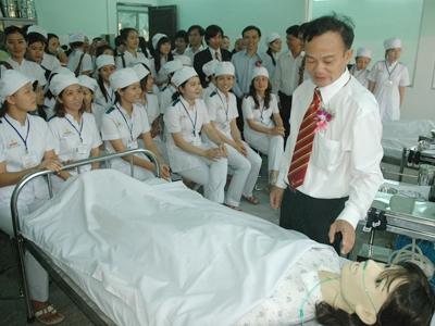 Học sinh Trường trung cấp Đại Việt TPHCM trong giờ thực hành. Ảnh: Q.P