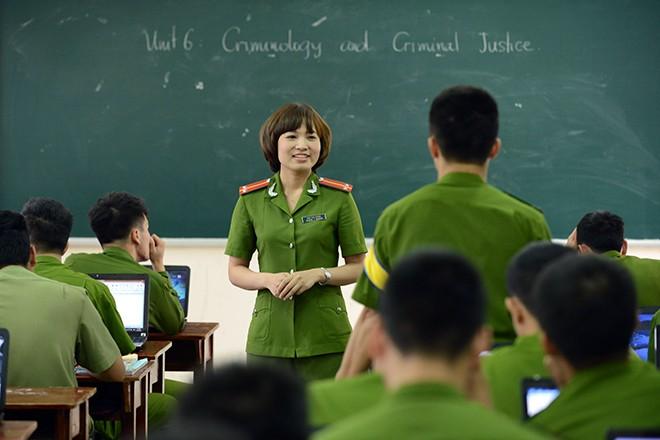 Cô giáo xinh đẹp của hàng ngàn sinh viên trường Cảnh sát 1