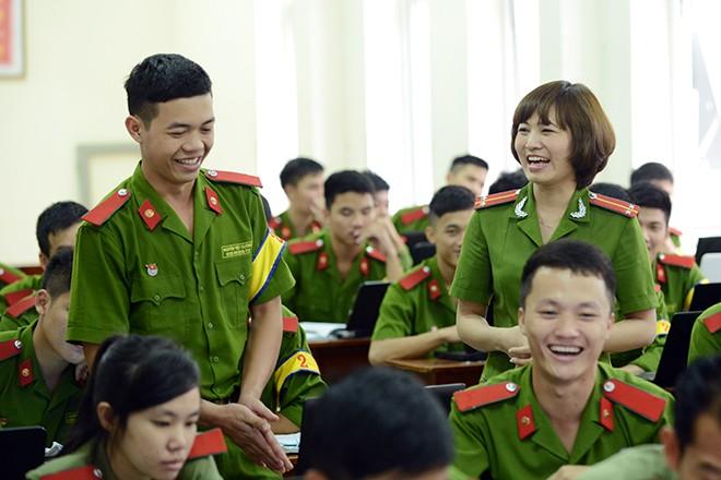 Cô giáo xinh đẹp của hàng ngàn sinh viên trường Cảnh sát 2