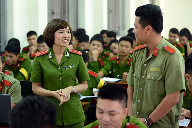 Cô giáo xinh đẹp của hàng ngàn sinh viên trường Cảnh sát 3