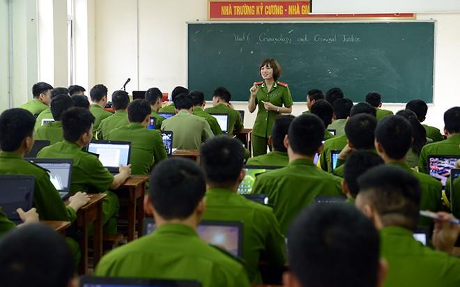 Cô giáo xinh đẹp của hàng ngàn sinh viên trường Cảnh sát 6
