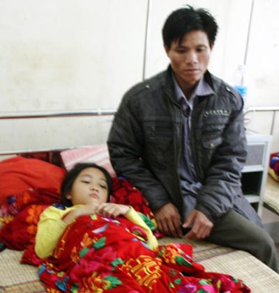 Học sinh Tâm phải nằm viện sau khi bị thầy giáo đánh.