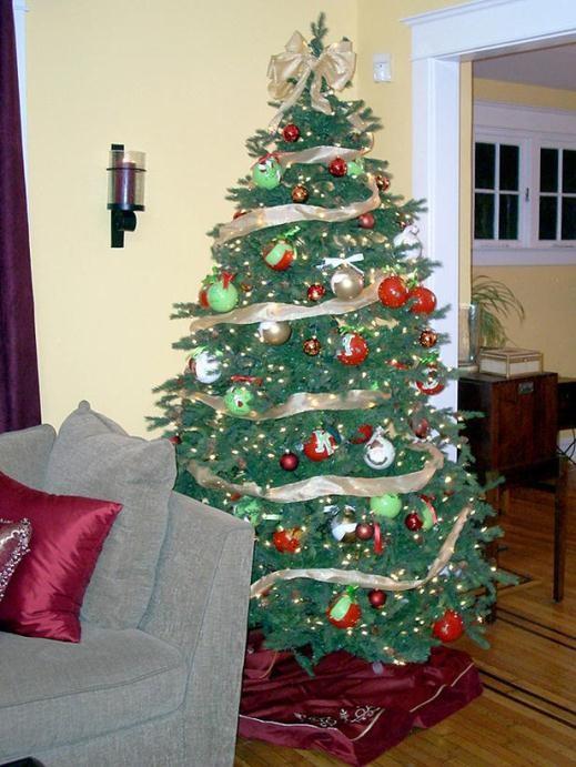 cách trang trí cây thông Noel, ruy băng, dây kim tuyến, giáng sinh