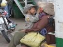 Xót xa số phận đáng thương của hai bà cháu nghèo khổ