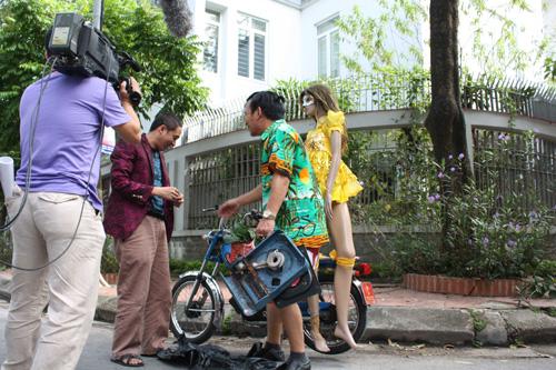 Trong buổi họp báo ra mắt bộ phim  Khát vọng,  2000 đĩa phim này đã được phát miễn phí cho các tổ chức HIV trên toàn quốc. Bộ phim đã mang tầm vóc,  ý nghĩa xã hội cao cả. Chung một mái nhà, Phó đạo diễn như: Phim Sang sông với đạo diễn Trọng Trinh, bộ phim này đã đạt Huy chương vàng tại liên hoan phim truyền hình toàn quốc năm 2000; Phim Cảnh sát hình sự năm 2000; Phim Bản lĩnh người đẹp  năm 2004,  bộ phim này anh tham gia với vai trò là đồng đạo diễn với đạo diễn Nguyễn Anh Tuấn, phim được lấy đề tài từ Kiều nữ và đại gia phản ánh đúng hiện thực của xã hội ngày nay. Phim đã gây được nhiều tiếng vang.