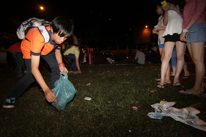 Hành động đẹp của bạn trẻ Sài Gòn trong đêm Giáng sinh 1
