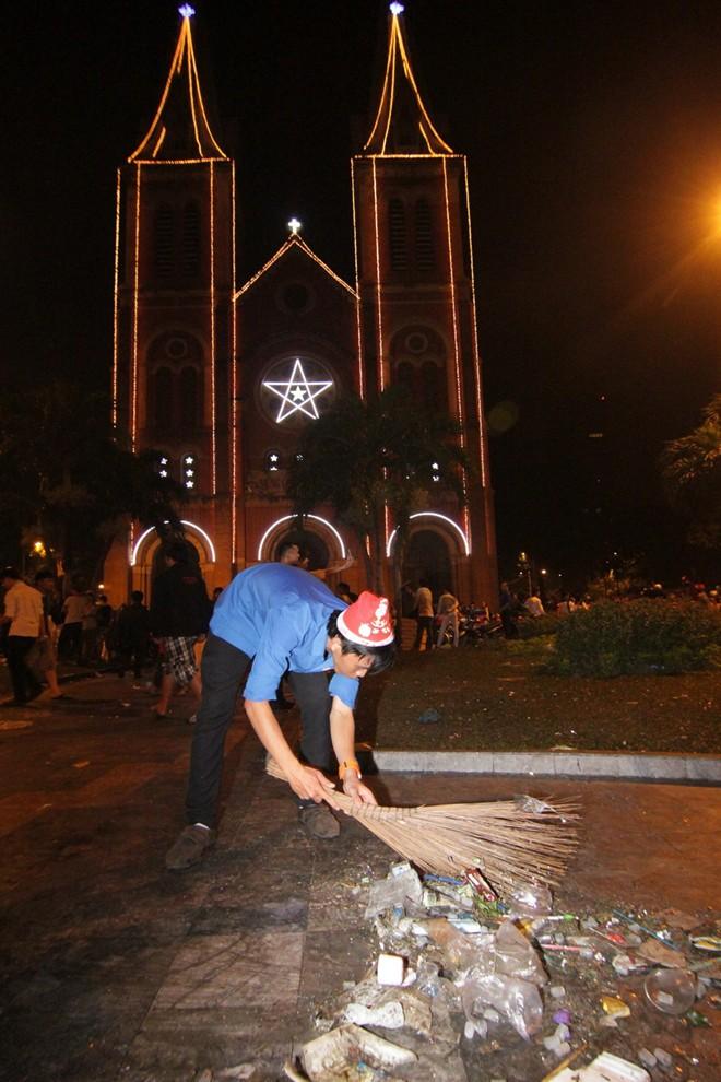 Hành động đẹp của bạn trẻ Sài Gòn trong đêm Giáng sinh 3