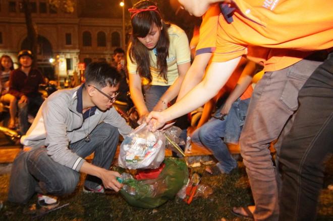 Hành động đẹp của bạn trẻ Sài Gòn trong đêm Giáng sinh 4