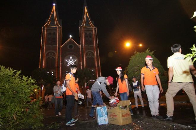 Hành động đẹp của bạn trẻ Sài Gòn trong đêm Giáng sinh 5