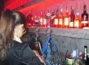 Nữ sinh mang tiếng xấu vì làm việc tại bar