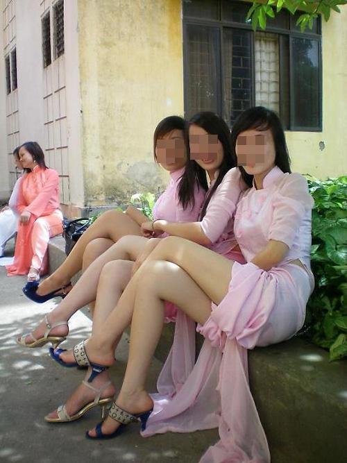 nu-sinh-noi-loan-11-9728-1391774503.jpg